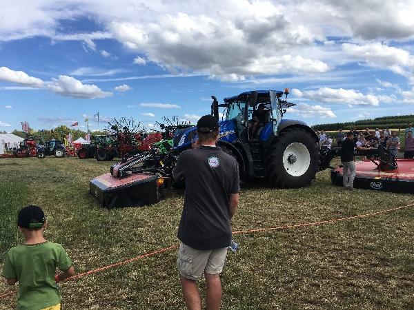 Journée internationale de l'Herbe et de la Prairie à Bras-Haut